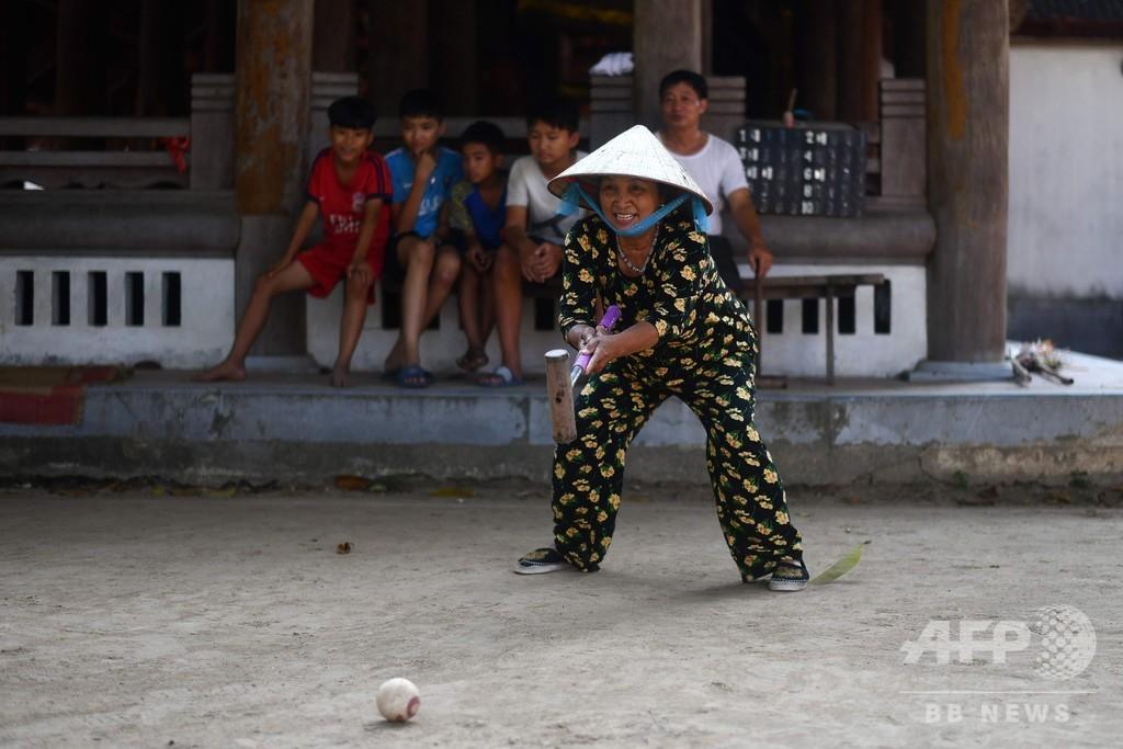 欧州の伝統球技クロッケー、ベトナムで高齢者にじわり人気