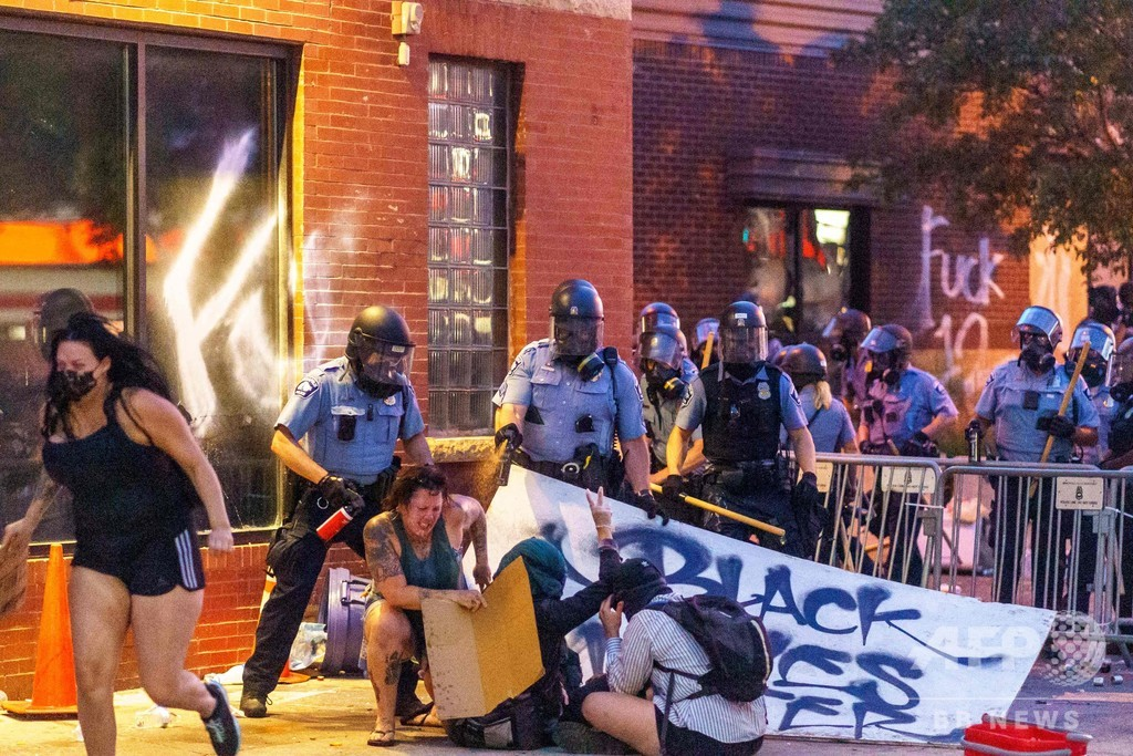 黒人男性死亡で抗議デモ続く 暴動で1人死亡 米