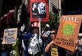 米各地で「タックス・マーチ」、トランプ氏の納税額公開求めデモ