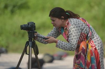 【AFP記者コラム】男社会パキスタンで「カメラウーマン」であること