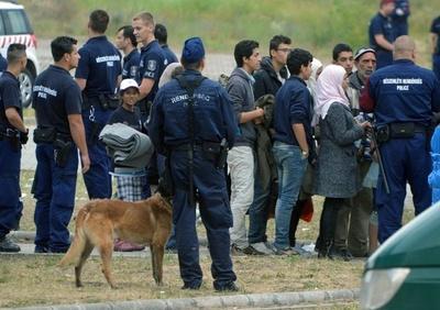 ハンガリー議会、亡命希望者全員の拘束を承認