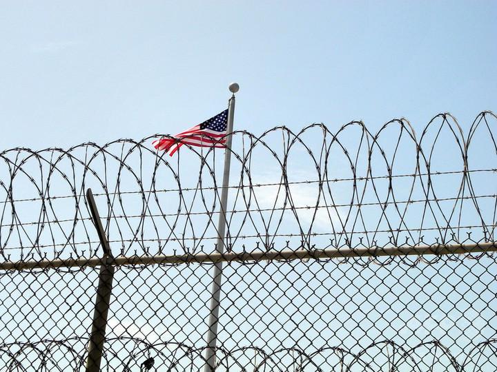 米アラバマ州で死刑判決受けた男性が無罪に、30年ぶりに釈放