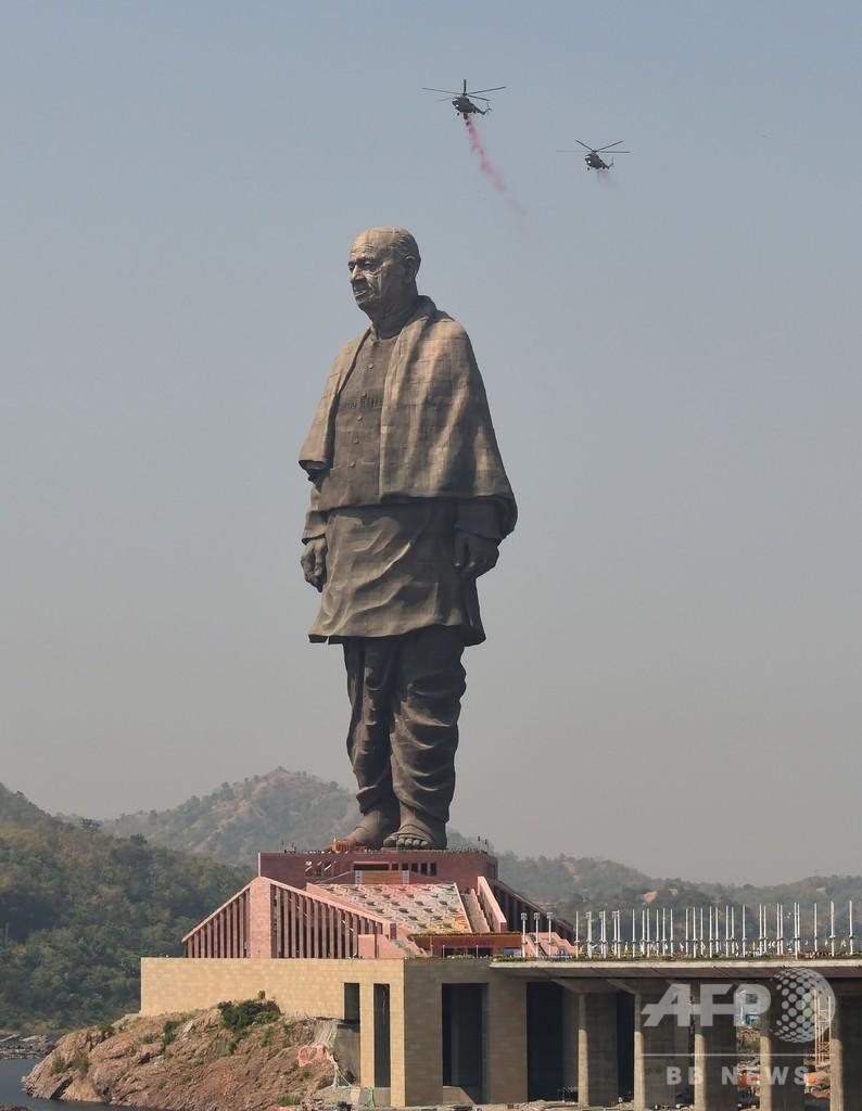 世界一高い182メートルの像、インドで落成 周辺では抗議活動も