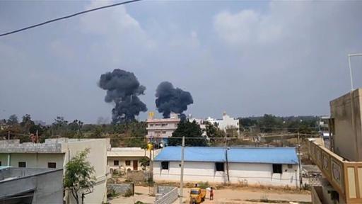 動画:インド空軍機2機が空中衝突、アクロバット飛行のリハーサル中 墜落の瞬間