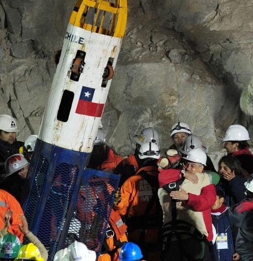 チリ鉱山事故、落盤発生から救出まで