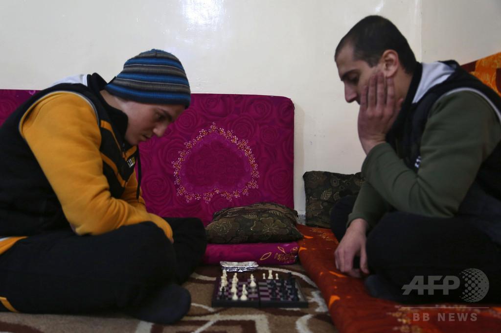 シリアの施設でセラピー受ける元IS戦闘員たち