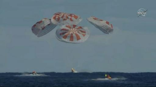 動画:スペースXの宇宙船「ドラゴン」が帰還 有人飛行へ道開く