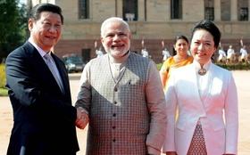 中印首脳会談、国境付近では両国軍にらみ合い