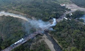 支援物資搬入で大混乱、死傷者300人超 国家警備隊60人脱走 ベネズエラ