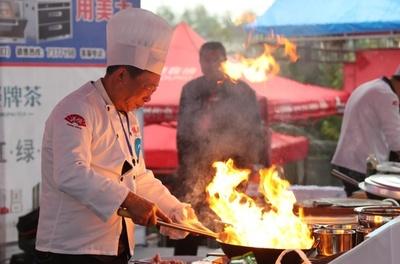 中華料理シェフが腕前を競い合う 技術コンクール