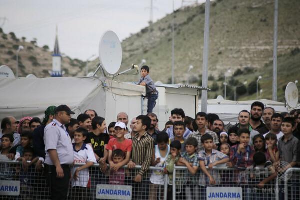 シリア難民にトルコ国籍、最大30万人 トルコ紙報道