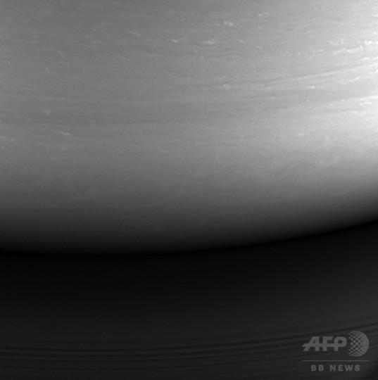探査機カッシーニ、土星に突入 20年の任務終了