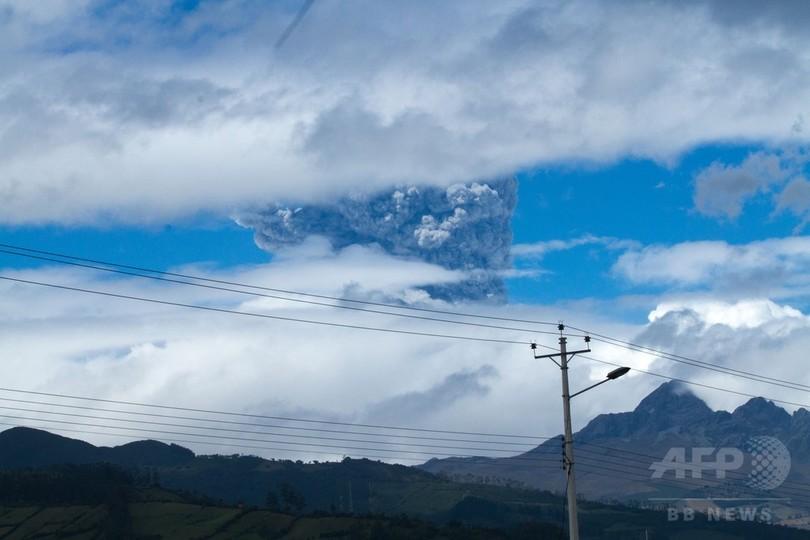 エクアドルのコトパクシ山が噴火、約140年ぶり