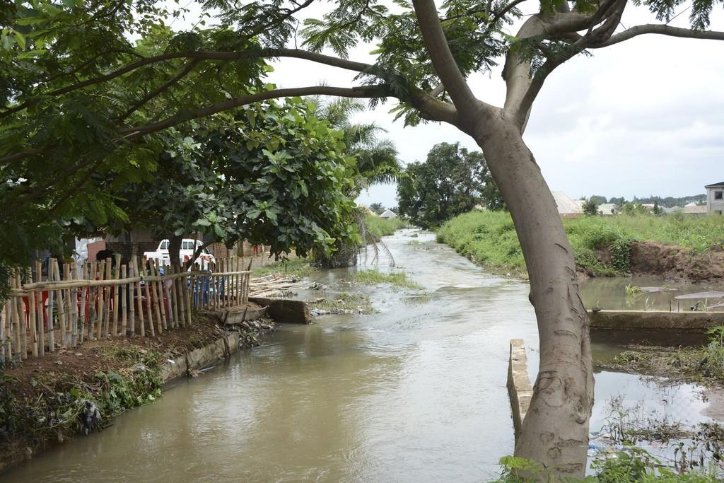 ナイジェリア南東部で洪水、1人死亡 数万人が避難