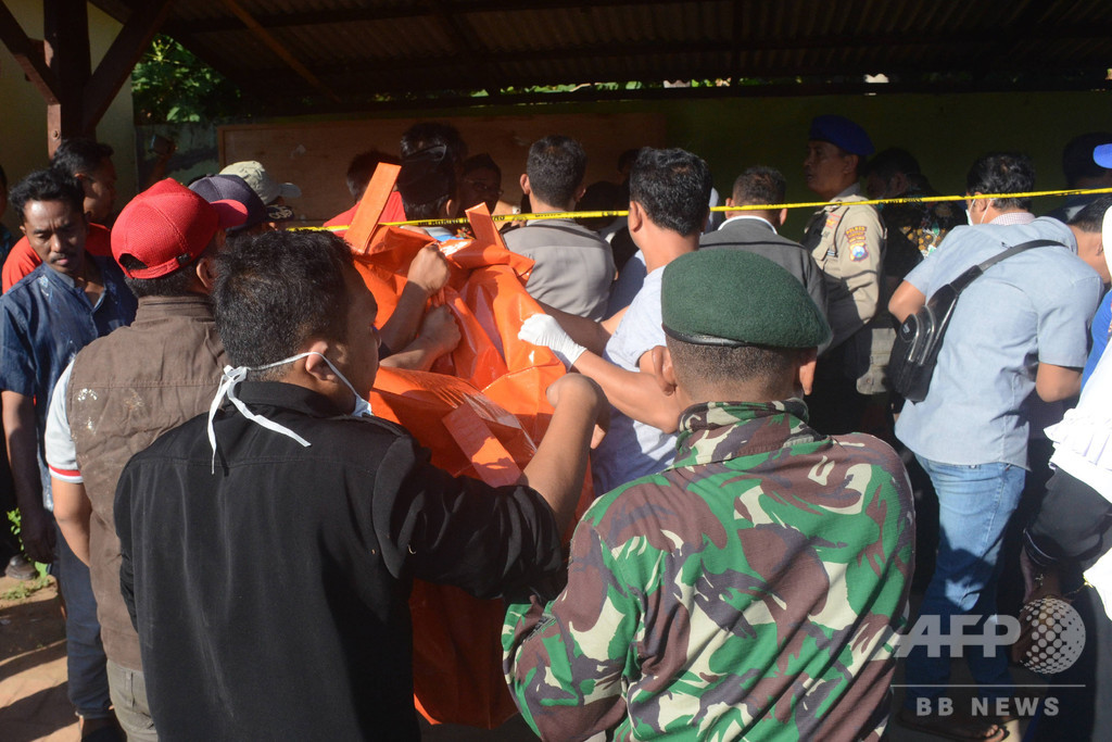 インドネシア・ジャワ島沖でフェリー沈没、18人死亡 定員超過か