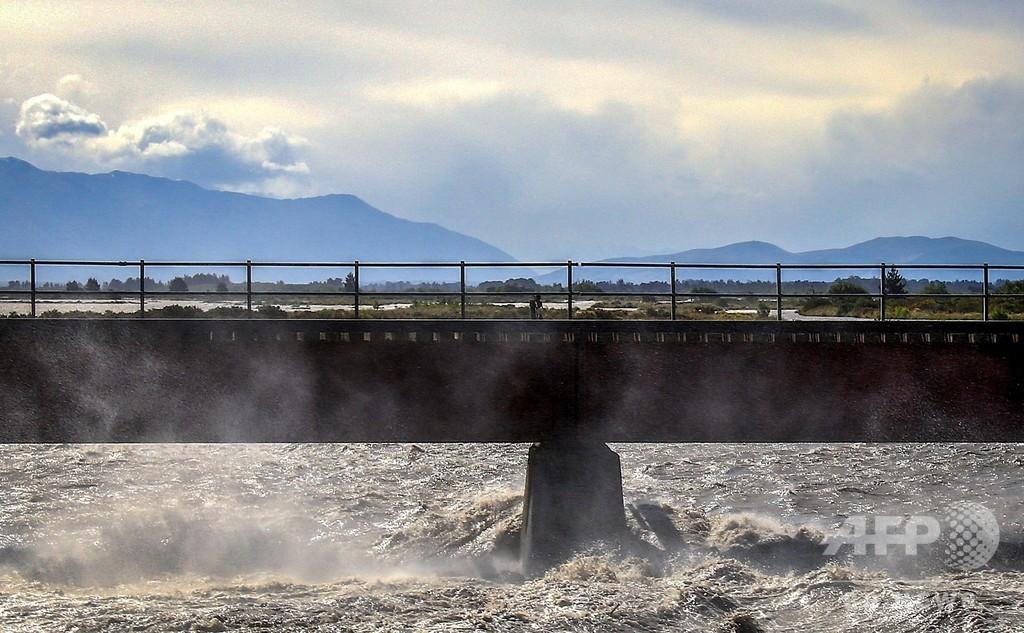 暴風雨で洪水発生、観光客約1000人足止め NZ南島