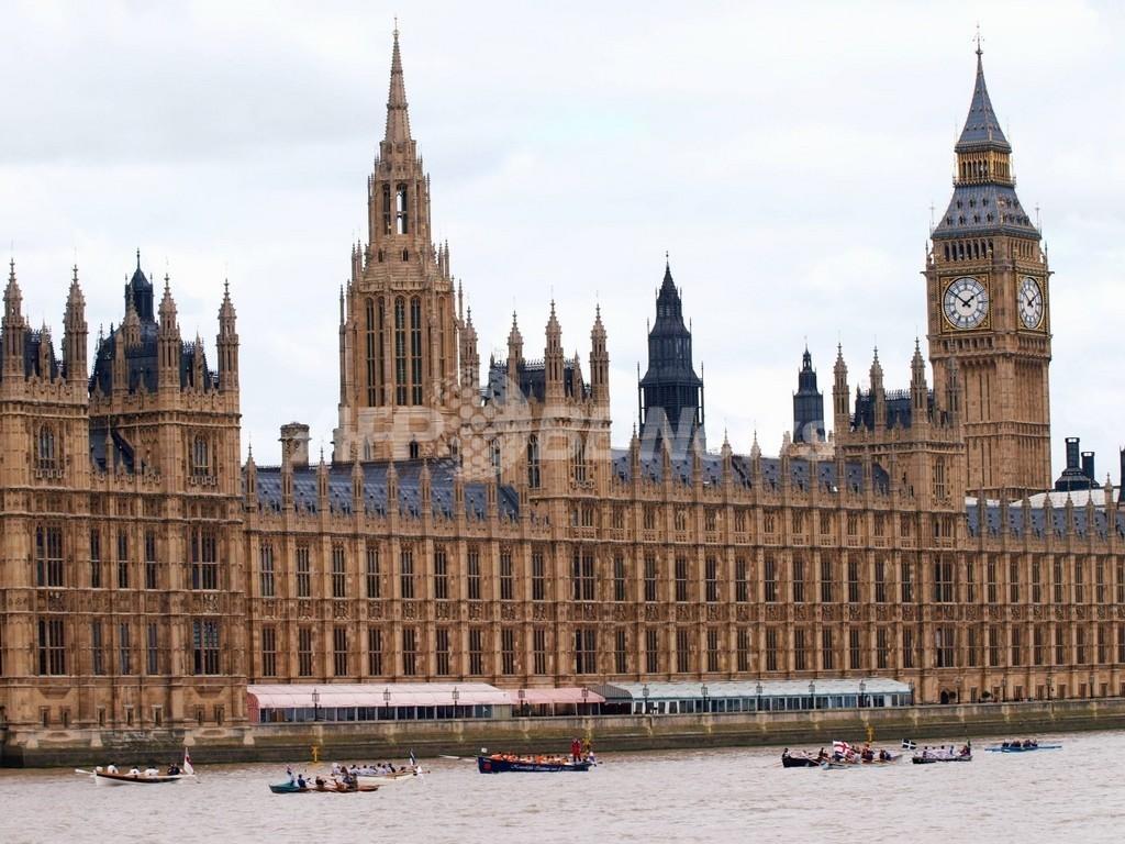 英与党議員助手のロシア人女性、スパイ容疑で逮捕