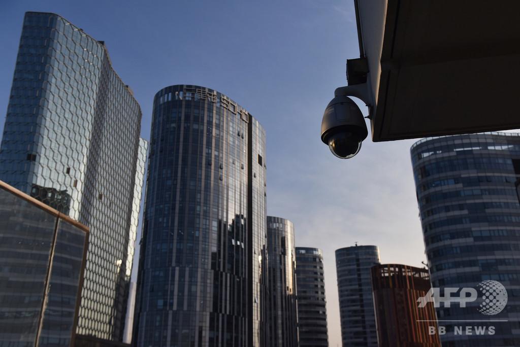 中国当局、ウイグル人の特定・追跡に顔認証技術使用か 米紙
