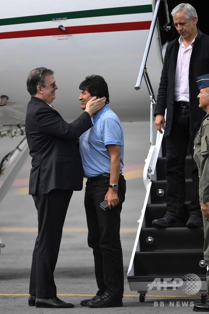 ボリビア前大統領、亡命先のメキシコ到着 政界にとどまる意向表明