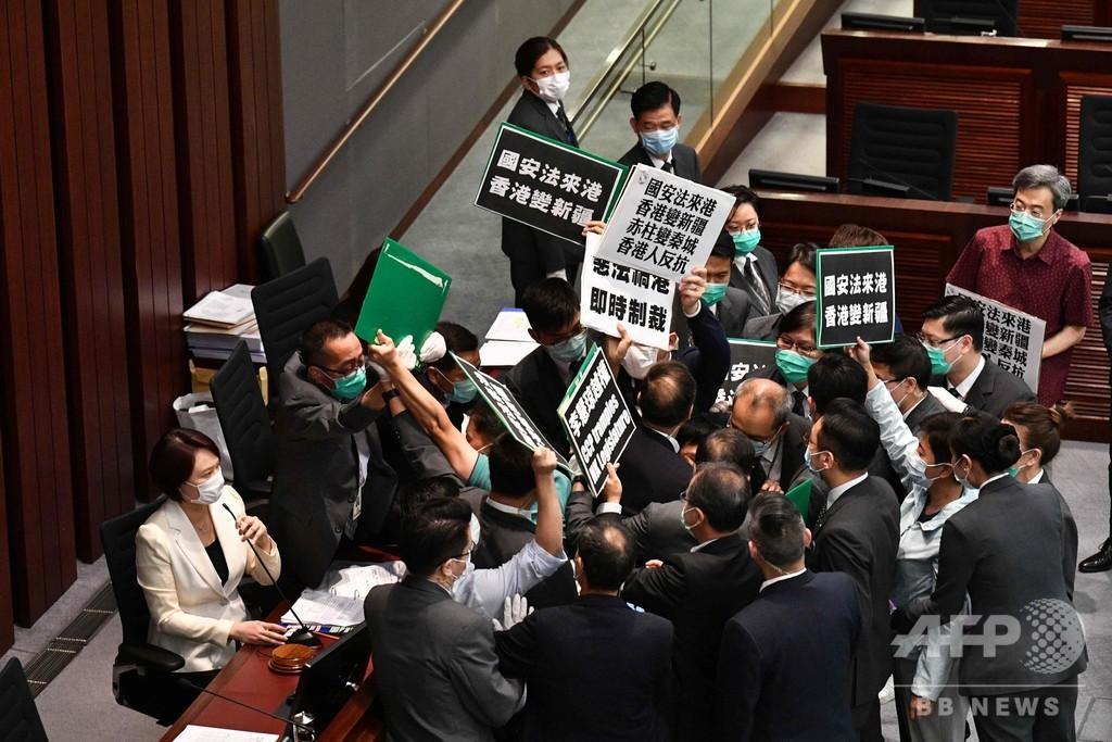 英ジョンソン首相、香港数百万人にパスポート発給の考え示す