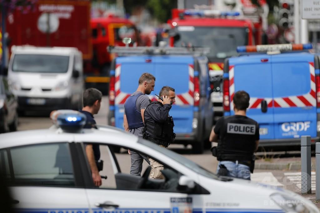 仏北部の教会で人質1人死亡、襲撃犯2人は警察が殺害
