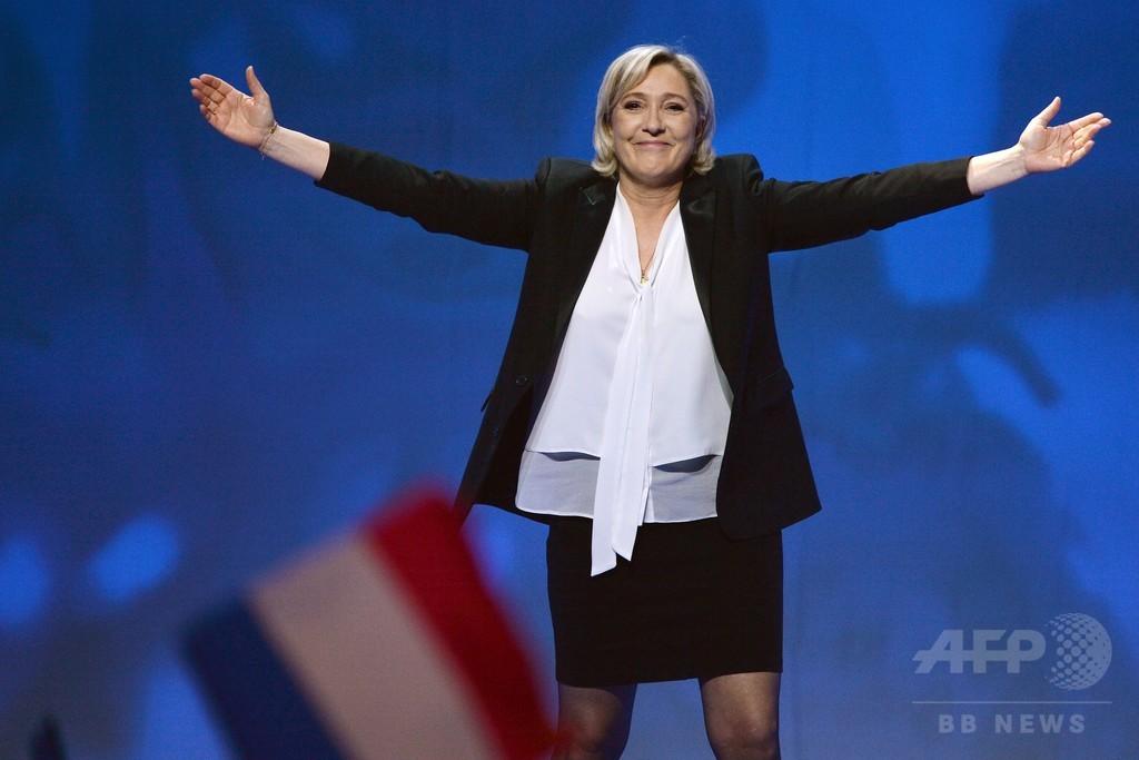 仏大統領選、真剣に取り沙汰され始めた極右ルペン氏勝利の可能性