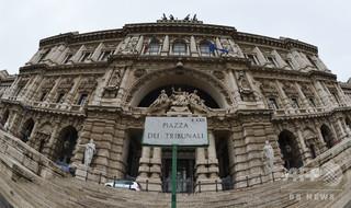 レイプ被害女性が「男っぽい」、男らに無罪 最高裁が差し戻し イタリア