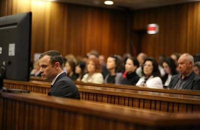 ピストリウス被告、検視証言を聞き法廷で嘔吐