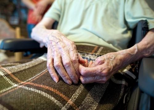 平均寿命延びるも、その多くが闘病生活 調査