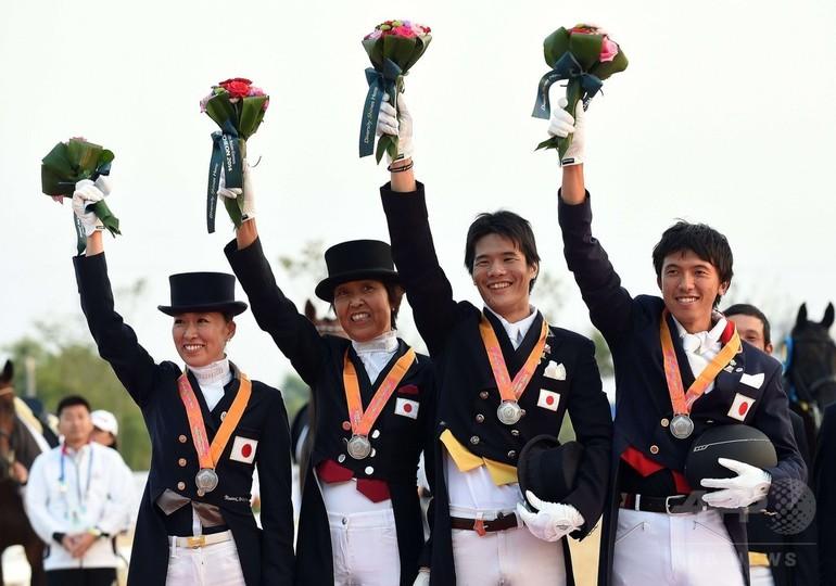 日本、馬場馬術団体で銀メダル アジア大会