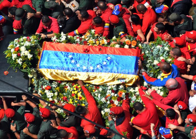 「さよなら大統領」 ベネズエラ国民、チャベス氏と涙の別れ