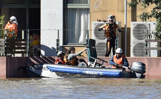 台風19号で14人死亡、9人不明 各地で救助活動続く