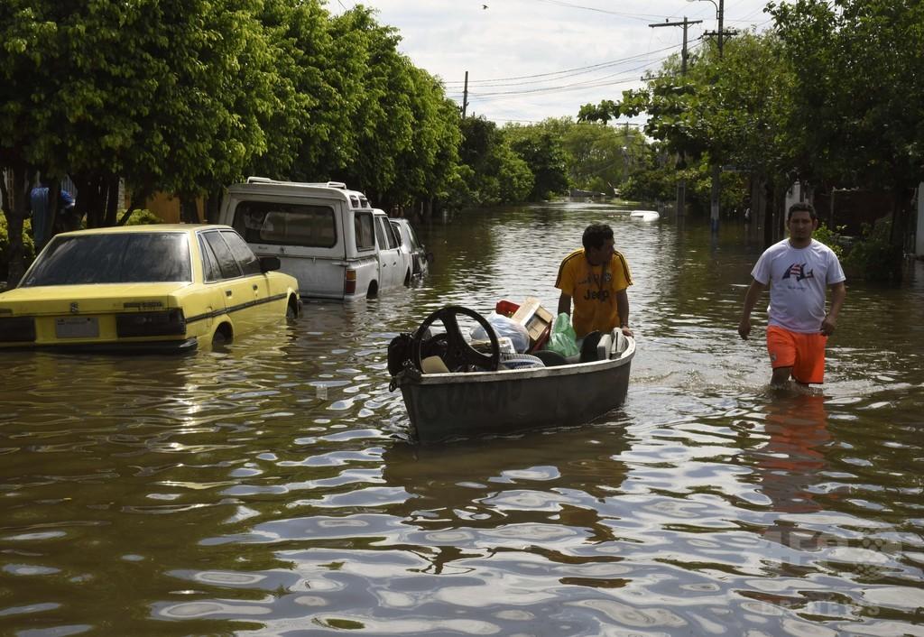 南米3か国で大洪水、5人死亡 15万人が避難