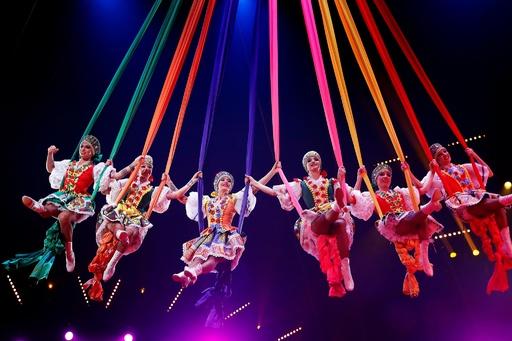 世界の曲芸師が華麗に舞う、モナコでサーカスの祭典