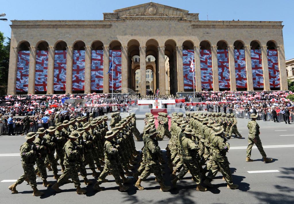 グルジア独立記念日、首都で軍事パレード