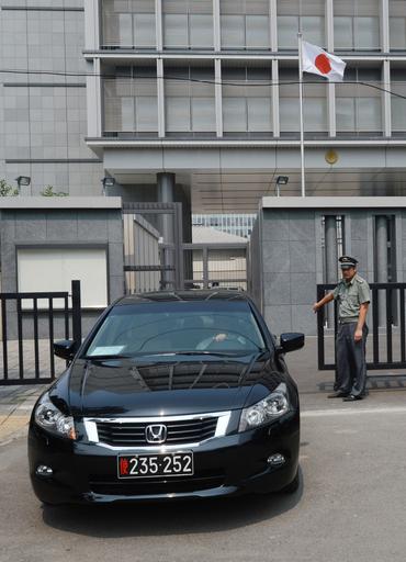 大使公用車襲撃、玄葉外相「日中で意思疎通を」
