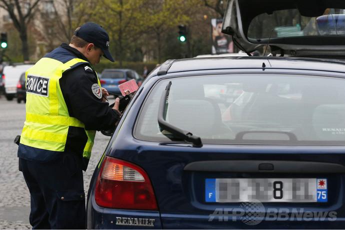仏パリ、大気汚染悪化でナンバー規制導入