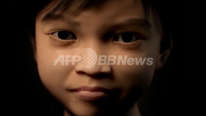潜在的児童虐待の1000人、架空の少女使って身元を特定