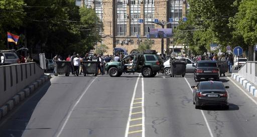 野党指導者の首相選出を否決、抗議デモで道路封鎖も アルメニア