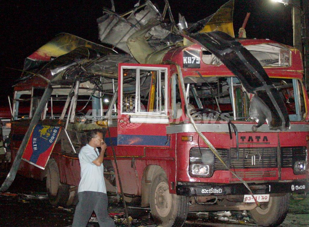 スリランカでバス爆発、死傷者70人以上
