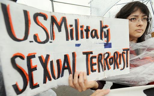 米兵事件に抗議、沖縄県民集会に数千人
