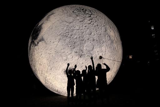 【今日の1枚】リアルな月面、気分は宇宙飛行士