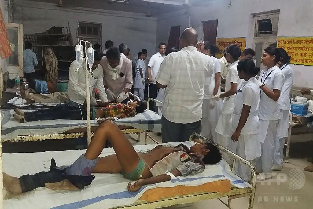 結婚式向かう客乗せたトラックが橋から転落、21人死亡 インド