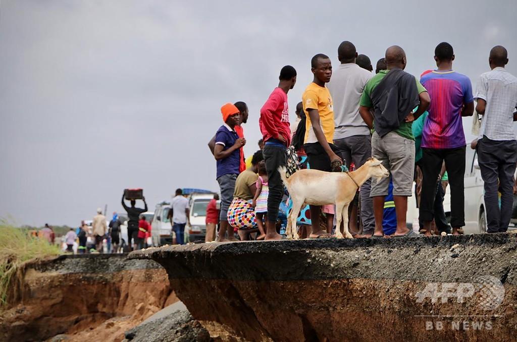 サイクロンの死者1000人に迫る モザンビーク・ジンバブエ