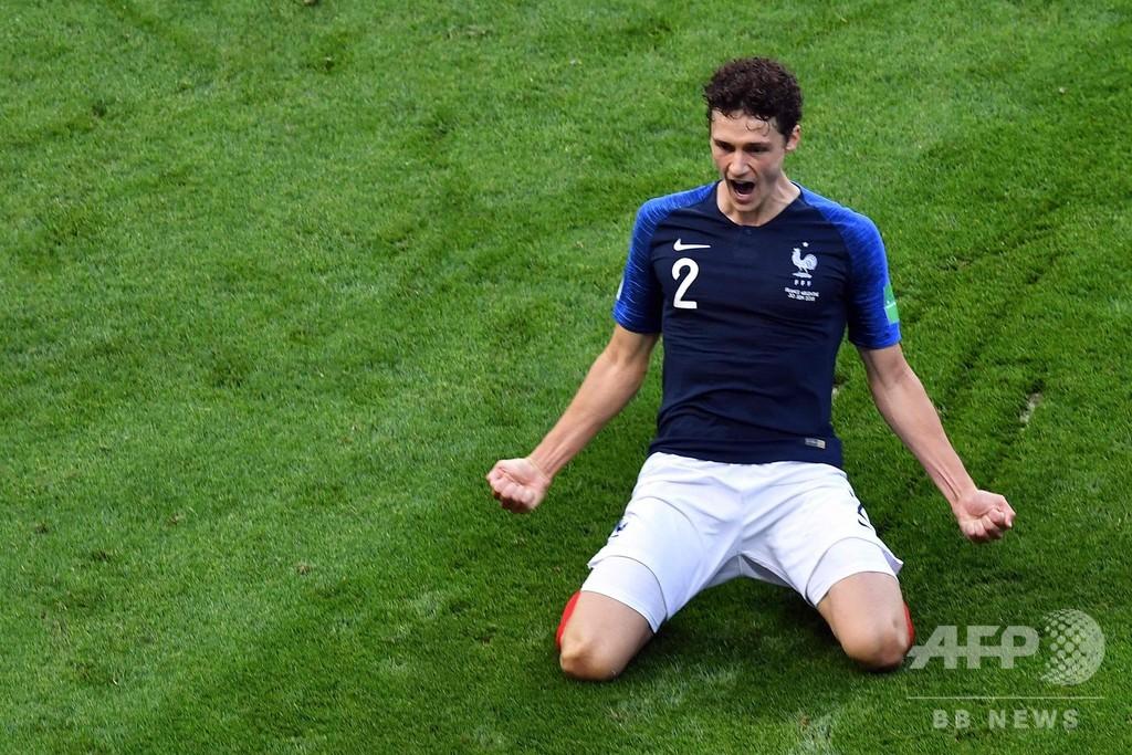 ロシアW杯の最優秀ゴールが決定、フランスDFの強烈ミドルに
