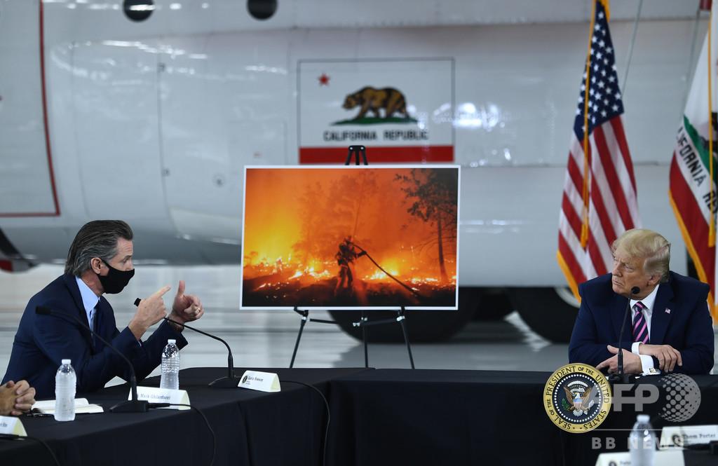 トランプ氏、山火事被災地を視察 「そのうち涼しくなる」と温暖化懸念を否定