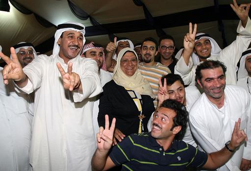 クウェート議会選、初の女性議員4人誕生