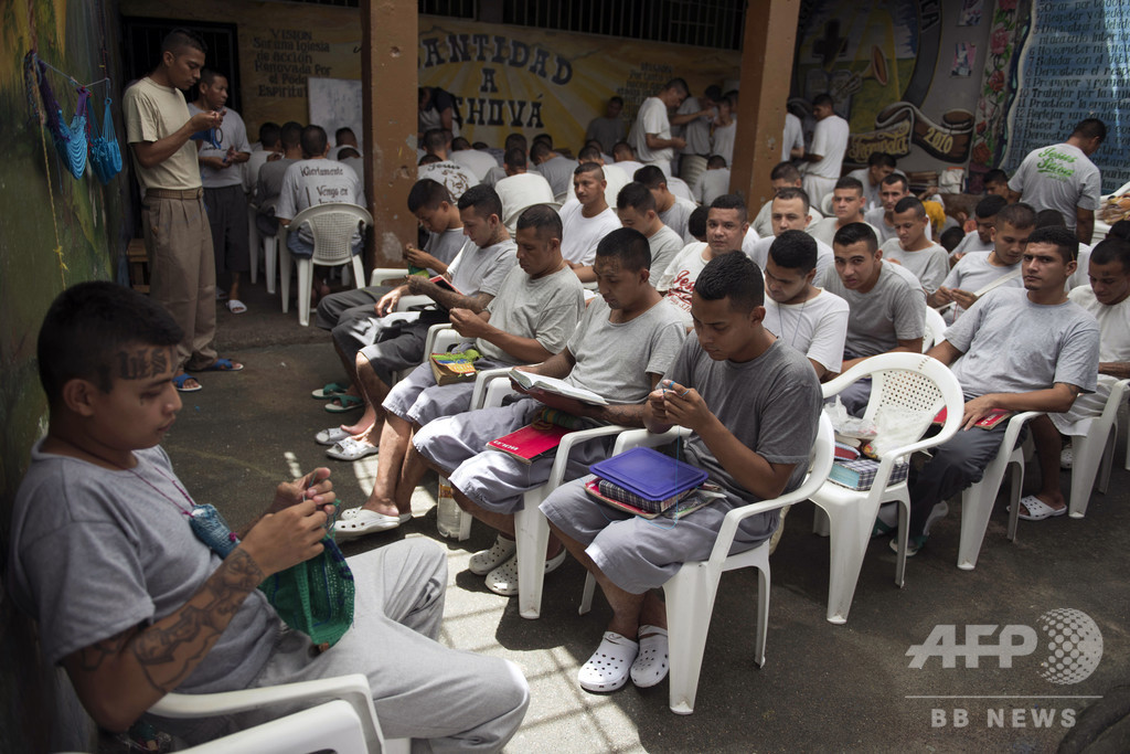 刑務所で編み物にパン作り、元ギャング社会復帰への道 エルサルバドル【再掲】
