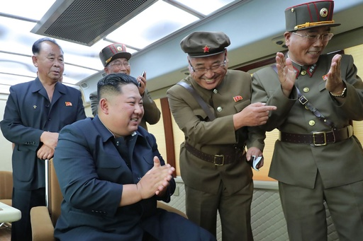 金委員長が新兵器「主体弾」試射を指導、KCNA