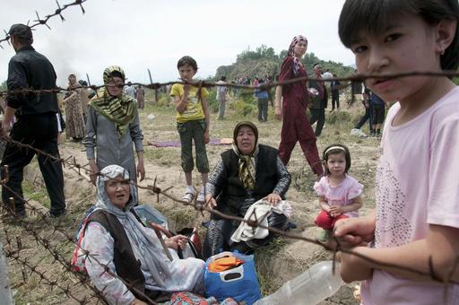 キルギス民族衝突、死者100人超 数万人がウズベキスタンへ避難